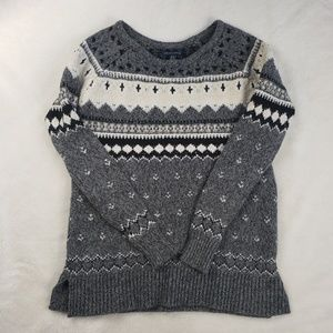 American Eagle knit patterned sweater!